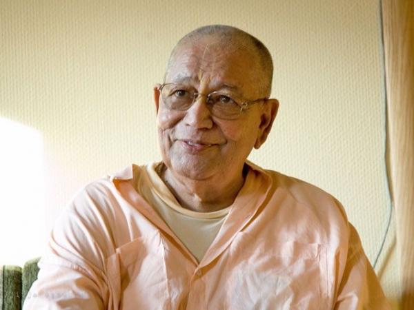 Srila-Govinda-Maharaj-Smiling-Mildly