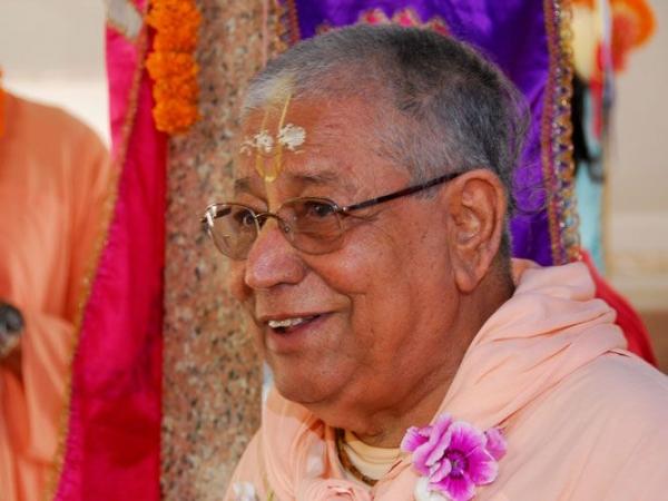 Srila-Govinda-Maharaj-Smiling-in-Nabadwip