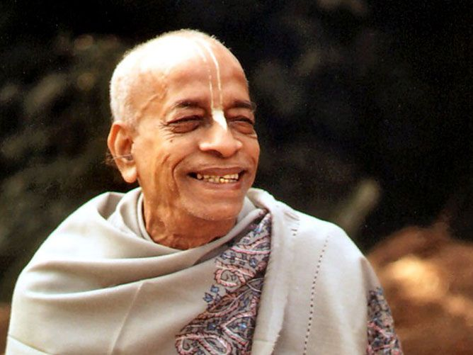 Srila-Swami-Maharaj-Seated-Smiling