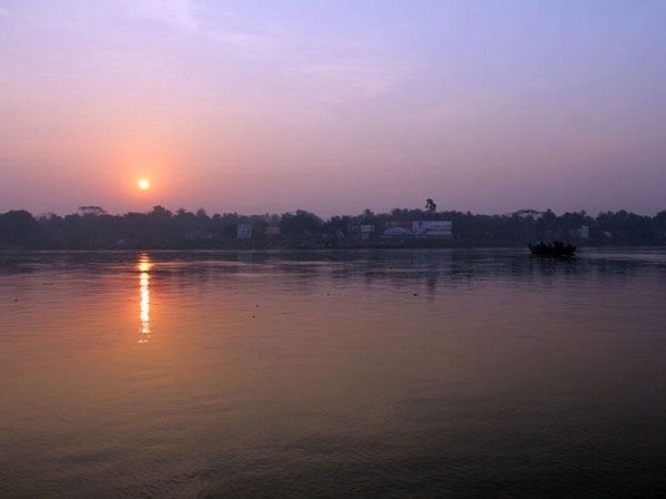 Sri-Nabadwip-Dham-Sunrise-over-the-Ganges